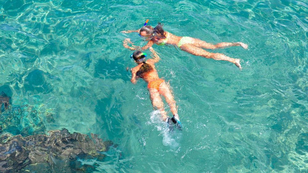 passeio de barco em florianópolis mares de floripa ilha da magia ilha do campeche
